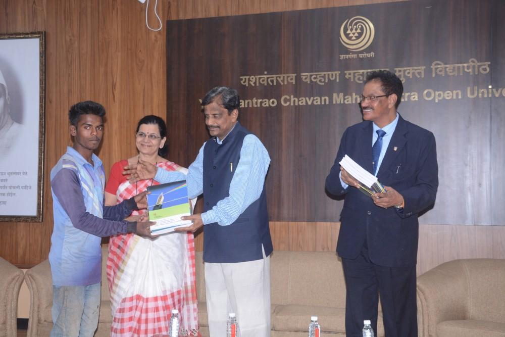 Dnyanjyoti Savitribai Phule Abhyas Kendra Study Material Distribution Program, Nov. 30, 2018