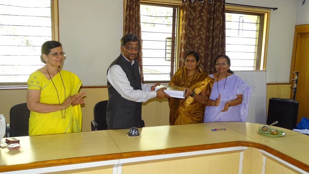 Aadiwasi Mahila Mofat Shaikshanik Pravesh V Shaikshanik Sahitya Vatap - 2018.